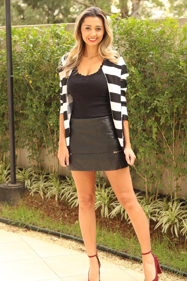 look do dia blazer preto e branco e saia de couro look pra o outono/inverno