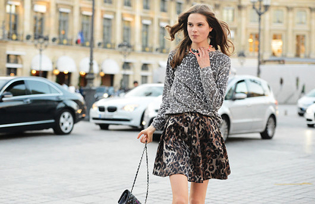 como montar um look com mix de estampa animal, animal print