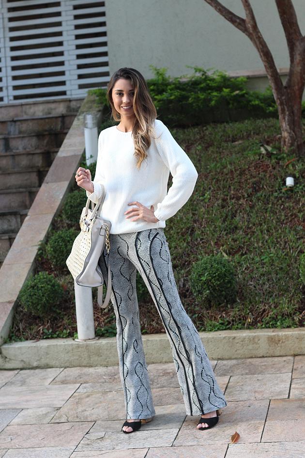 look de inverno calça flare e trico