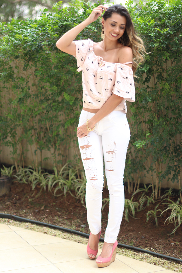 Look - Blusinha Ombro a ombro com estampa de gatinhos