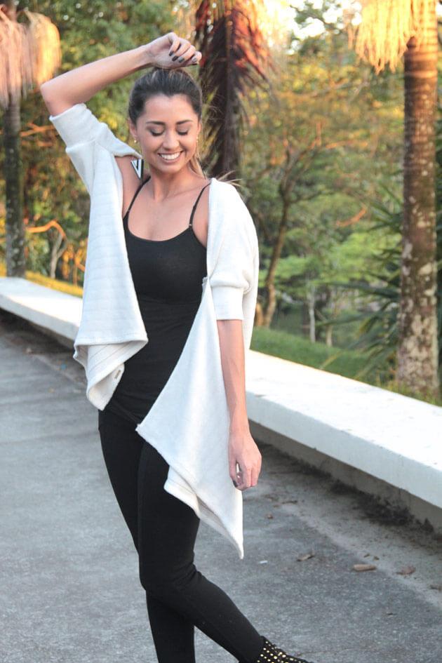 Como transformar um look simples calça preta bota blusinha preta colete terceira peça cardigã quimono look frio