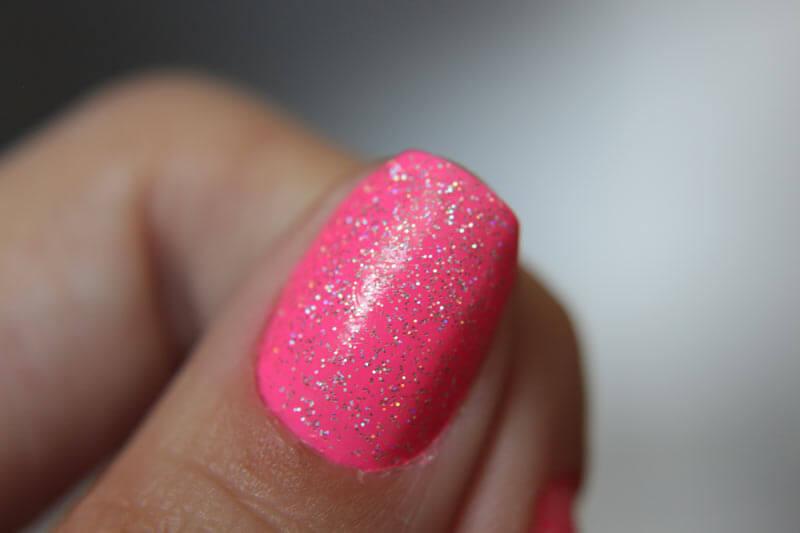 Esmalte Pink Frapê Cremoso + Glitter - uma linda combinação de esmaltes para você se apaixonar! Confira as fotos e detalhes dessa maravilha.
