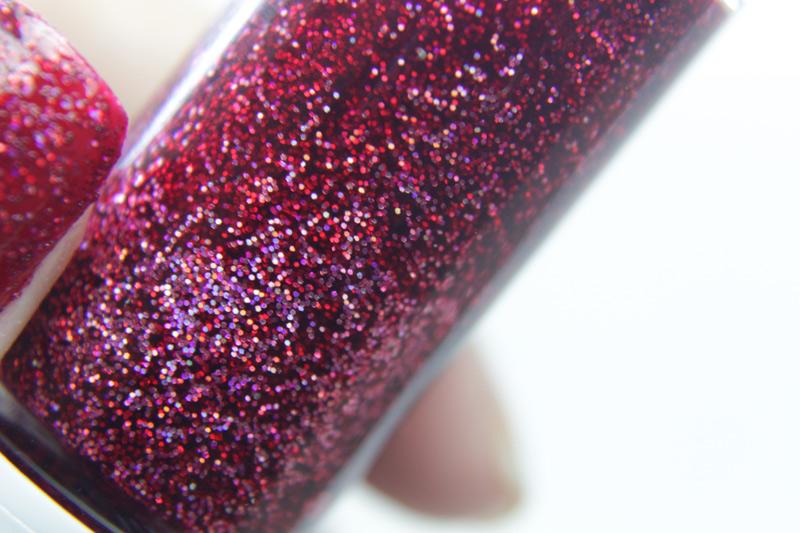Esmalte com glitter Coleção Glitter Holográfico Hits - Neste post você verá o teste de TODAS as cores desta nova coleção. 10 esmaltes com glitter para você se apaixonar. VEM VER.