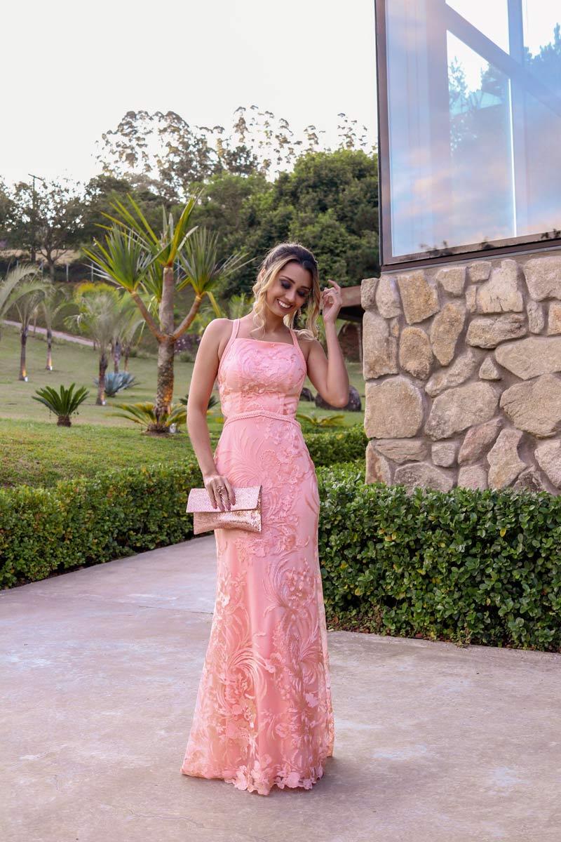 Vestido para convidada de casamento, veja um lindo modelo de vestido de festa que pode ser usado por convidadas ou até mesmo madrinhas #casamentoniinaegui #vestidodefesta #vestidomadrinha #vestidocasamento