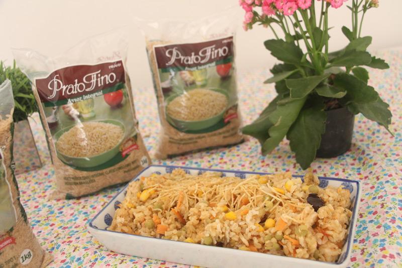Como fazer Arroz Integral - receita arroz colorido, uma receita deliciosa, saúdavel e completa para você preparar em casa. Aprenda como preparar o arroz integral sem erros. #arrozintegral #arrozfacil #receitaarroz #comofazerarroz