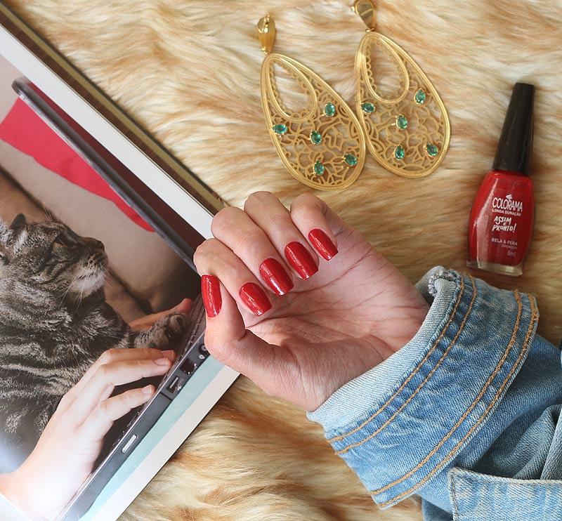 Esmalte Vermelho Bela & Fera Colorama - RESENHA completa com fotos lindas desse esmalte que é lançamento da Colorama! Confira o post completo e se apaixone.