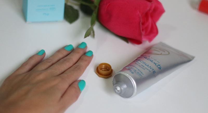 Creme para mãos Encanto Fascinante Avon - veja todos os detalhes desse creme da Avon, veja fotos e informações sobre o produto. Será que realmente hidrata?