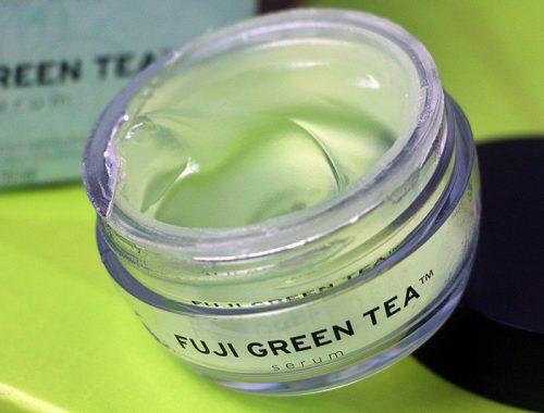 Serum Fuji Green Tea - The Body Shop - resenha completa deste serum para áreas especificas, textura siliconada e ultra hidratação. Veja mais.