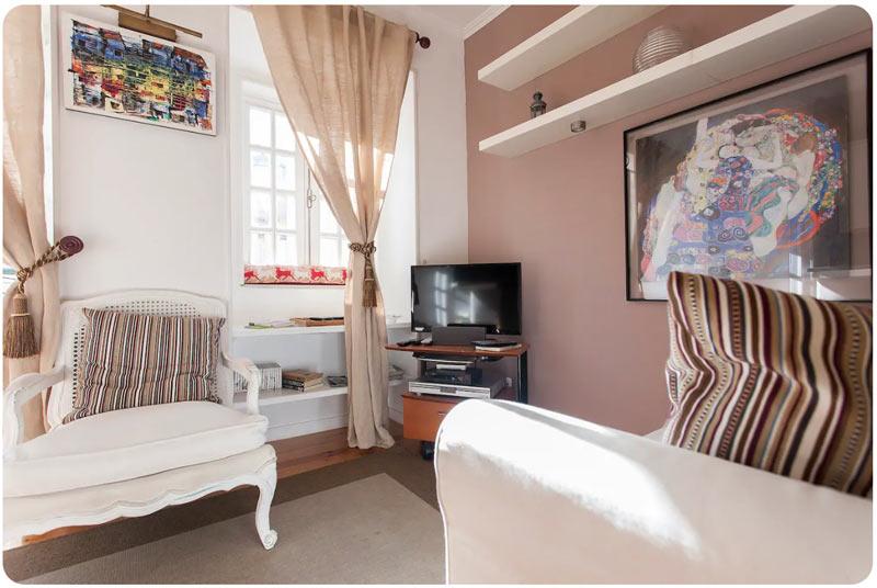 SALA DE TV SIMPLES E BARATA - dicas e inspirações para você montar uma bela sala de tv em casa sem gastar muito! Veja estilos de sala de tv aconchegantes.