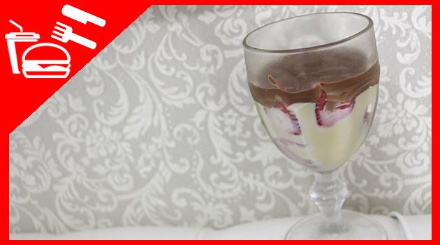 receita doce de chocolate com morango e creme